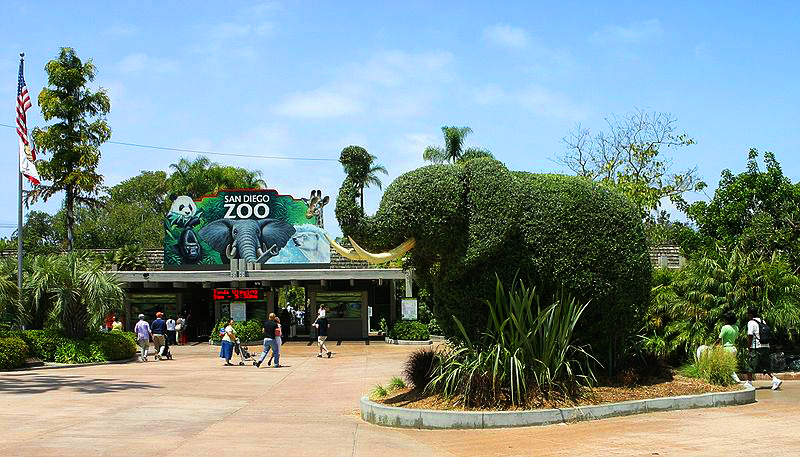 Zoo_entrance_elephant