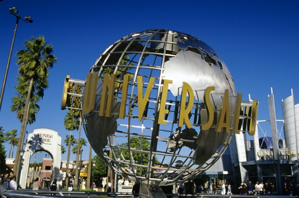 Classic-Universal-Studios-entrance-Robert-Landau
