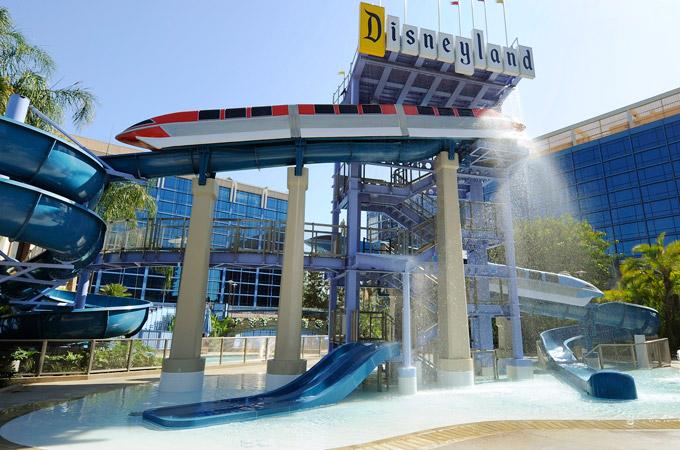 disneyland-hotel-pool