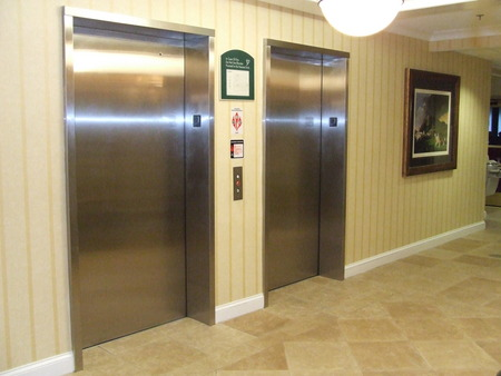 holiday_inn_express_hotel_elevators