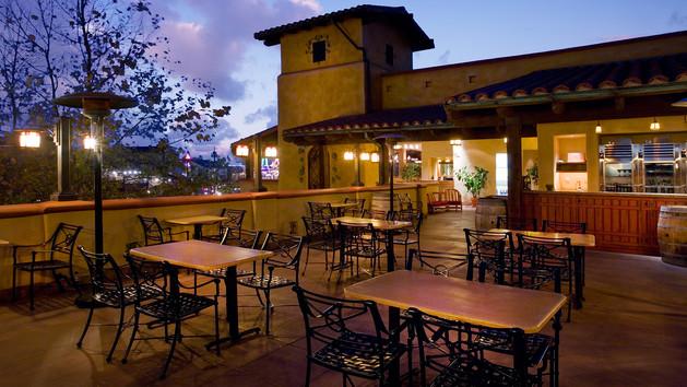 alfresco-lounge-golden-vine-winery-patio-00