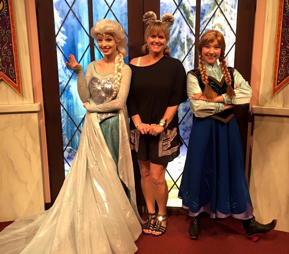 Frozen Live At The Hyperion Theater How To Meet Anna And Elsa